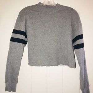 Tops - Forever 21 cropped gray sweatshirt